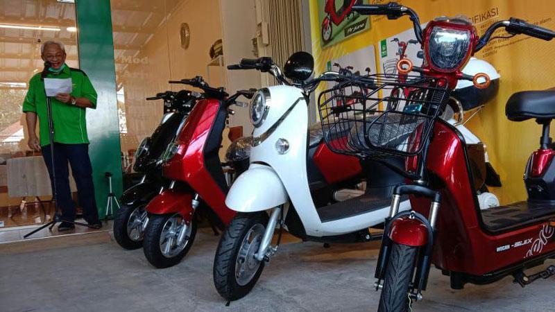 Sepeda Motor Listrik Mulai Diminati Masyarakat Karawang